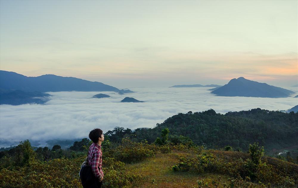 Sương buổi sáng sớm nhìn từ đỉnh núi Cu Vơ (xã Hướng Linh, huyện Hướng Hóa, tỉnh Quảng Trị)