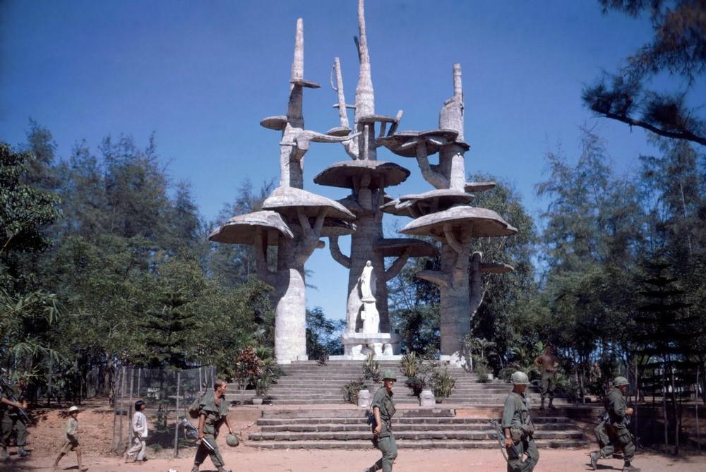 Linh đài Đức Mẹ La Vang ảnh chụp năm 1967.